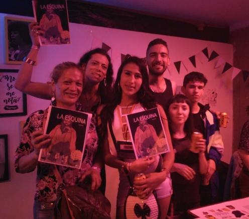 Revista La Esquina mostrando su tercer número. La revista la Esquina es una revista hecha por trabajadoras sexuales del barrio Santa Fé, en colaboración con estudiantes de la universidad Jorge Tadeo Lozano. (Instagram: https://www.instagram.com/laesquinainfo/)